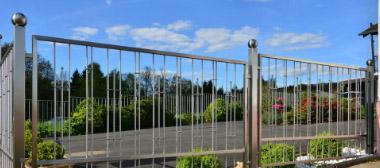 Zaun und Teichanlagen